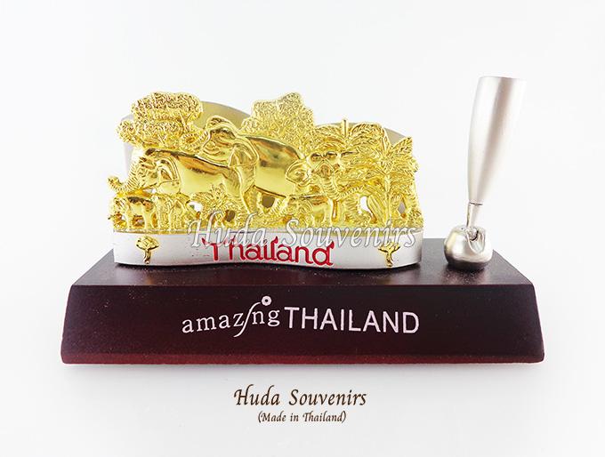 ของที่ระลึกไทย ที่เสียบปากกาพร้อมใส่นามบัตร ลวดลายช้างป่า สีทอง ปั้มลายเนื้อนูน สินค้าบรรจุในกล่องมาให้เรียบร้อย สินค้าพร้อมส่ง