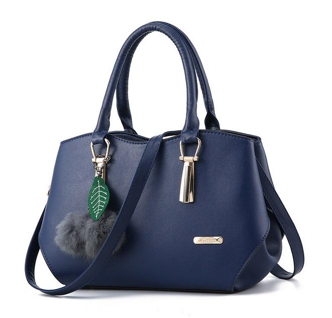 [ Pre-Order ] - กระเป๋าแฟชั่น ถือ/สะพาย สีน้ำเงิน ใบกลางๆ ทรงโค้งเก๋ๆ ดีไซน์สวยเรียบหรู ดูดี งานหนังน้ำหนักเบา ช่องใส่ของเยอะ