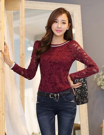 เสื้อทำงานผู้หญิงแขนยาวลูกไม้สีแดง คอประดับมุก สวยหรู