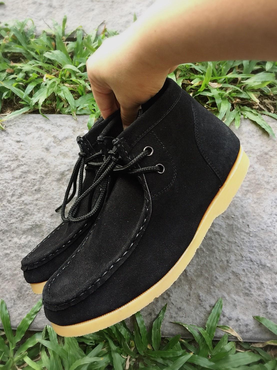 รองเท้าหนังกลับแท้ รุ่นหุ้มข้อ สีดำ