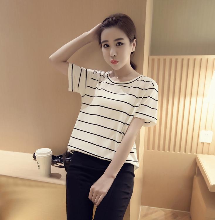 เสื้อยืดแฟชั่นผ้านิ่มๆ ลายทาง สีขาว 283(B)