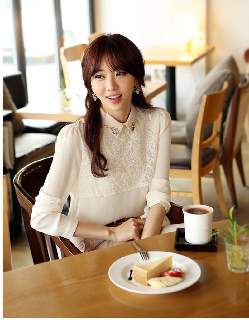 เสื้อเชิ้ตแฟชั่นทำงานผู้หญิงแขนยาวลูกไม้สีขาว ปกสีชมพูโอรส