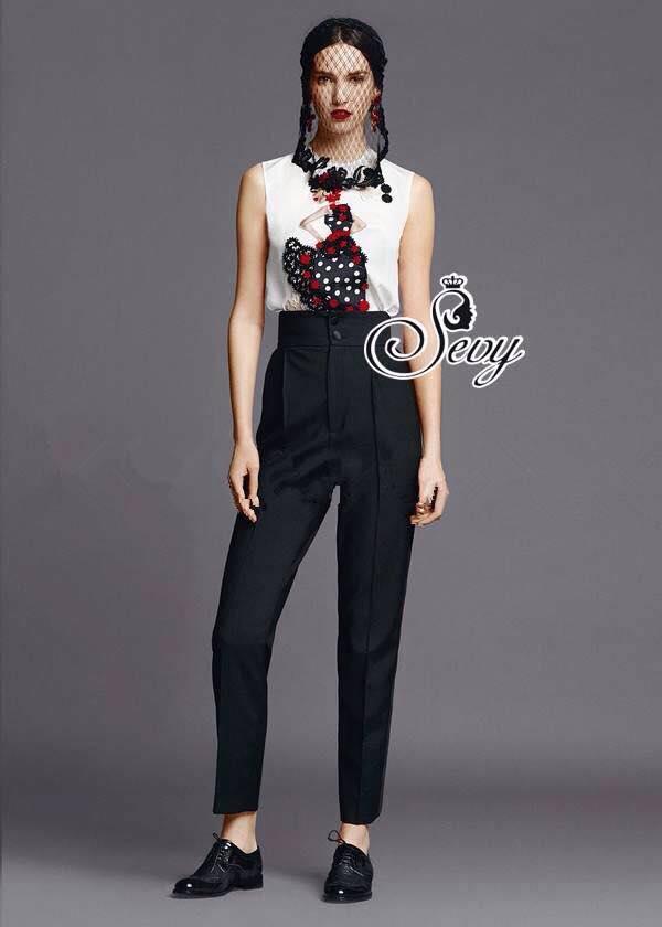 เสื้อผ้าเกาหลี พร้อมส่ง Set เสื้อสกรีนลายหญิงสาวฟรุ้งฟริ้ง มาพร้อมกับกางเกงเอวสูงทรงตรง