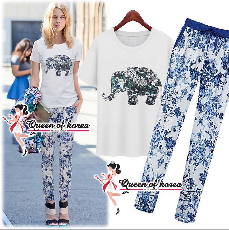 ( พร้อมส่ง) เซ็ตเสื้อ T-shirt สีขาว พิมพ์ลายรูปช้างตกแต่งด้วยวัสดุเกรดไฮแบรนด์ลงบนตัวเสื้อได้อย่างละเอียดลงตัว ดูมีมิติ ด้านหลังเสื้อปักลายอักษสไตล์ยุโรปไว้ด้วยค่ะ มาพร้อมกางเกงผ้าเนื้อดีพิมพ์ลายใบไม้สีน้ำเงิน ลายสวยคมชัด