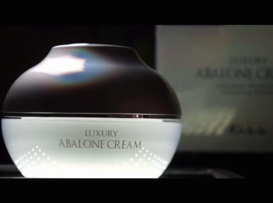 พร้อมส่ง ครีมเดียวที่รวบรวมส่วนผสมล้ำค่าkiss luxury abalone cream