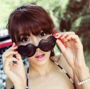แว่นตากันแดดแฟชั่นเกาหลี กรอบหัวใจสีดำ
