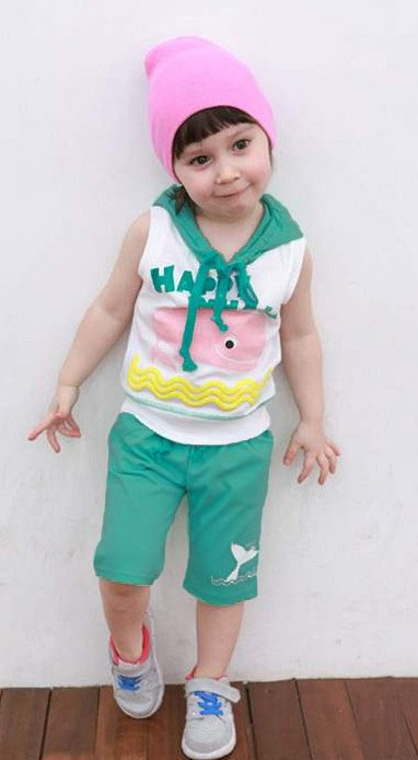 ชุดกางเกงลายปลาโลมา เสื้อสีขาว มีฮูด กางเกงสีเขียว