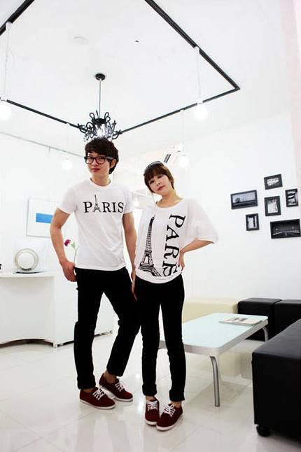 ชุดคู่รักสไตล์เกาหลี ลาย Paris สีขาว เสื้อหญิงทรงค้างคาว