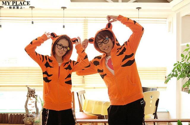 เสื้อกันหนาวคู่รัก ลายเสือ มีหูและมีหาง