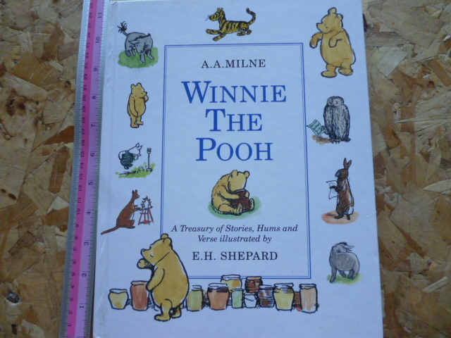 Winnie The Pooh (A Treasury of Stories, Hums and Verse)