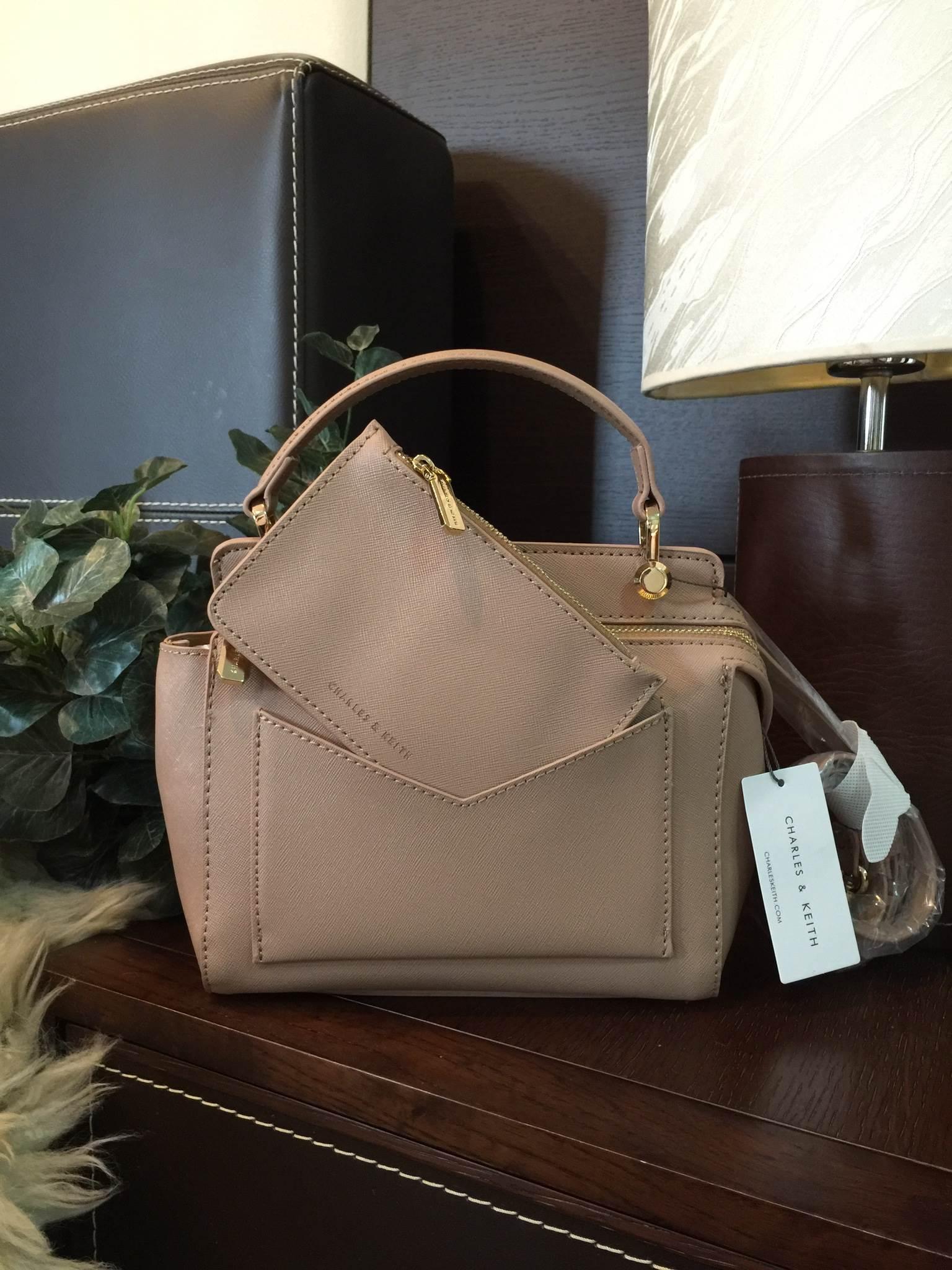 กระเป๋า CHARLES & KEITH TOP HANDLE BAG (Size Mini) Sand ราคา 1,490 บาท Free EMS