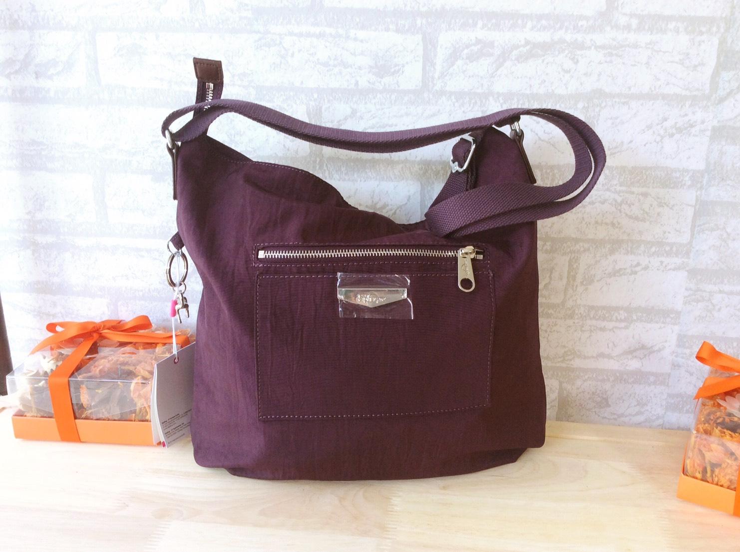 กระเป๋าสะพาย KIPLING K16662-19 สีม่วง ของแท้ จากโรงงาน โดดเด่นด้วยดีไซน์ ใช้งานง่าย สะพายเข้าได้ทุกสไตล์