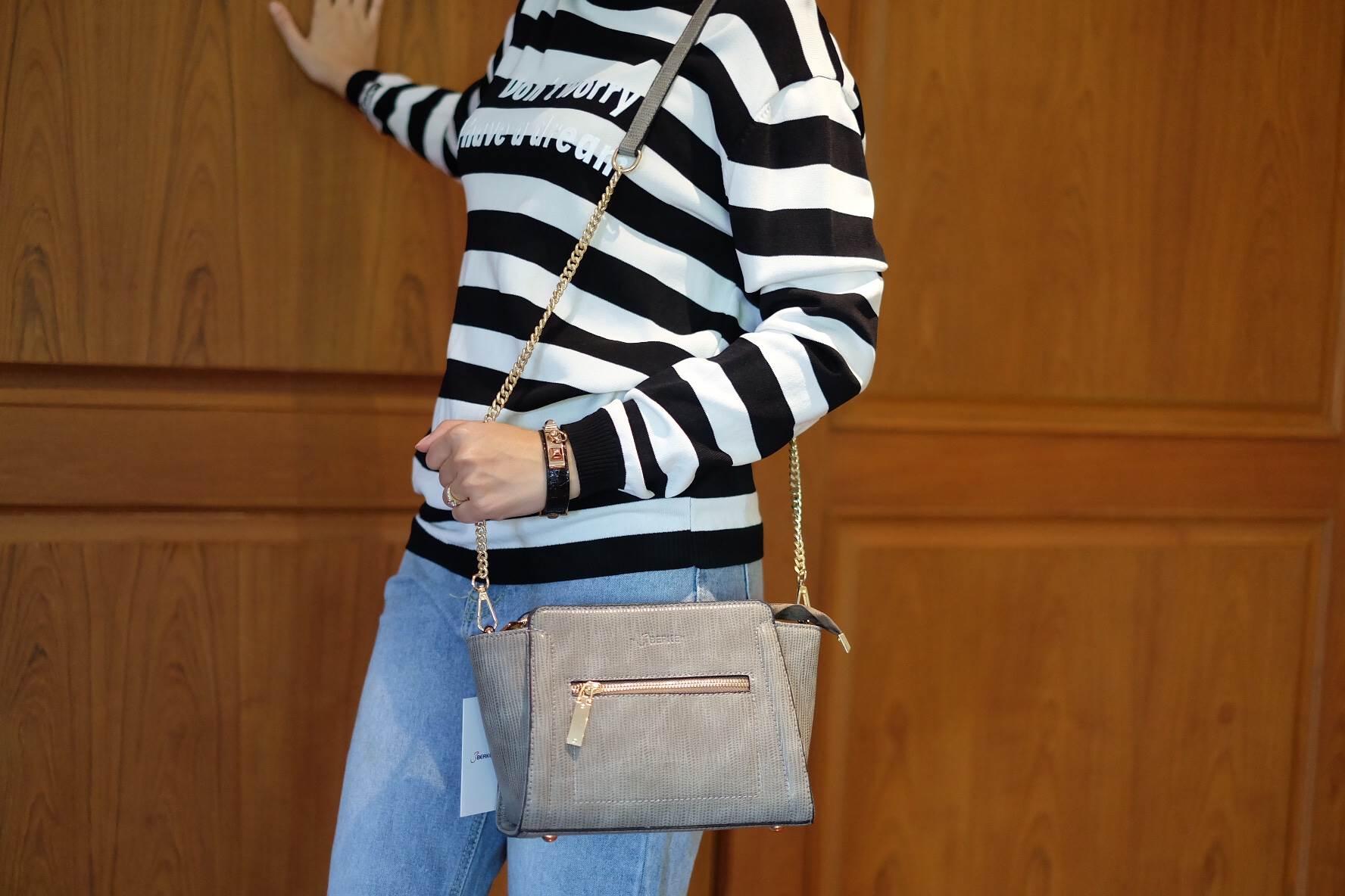กระเป๋า Berke Cross Body Bag 2017 สีเทา ราคา 890 บาท Free Ems