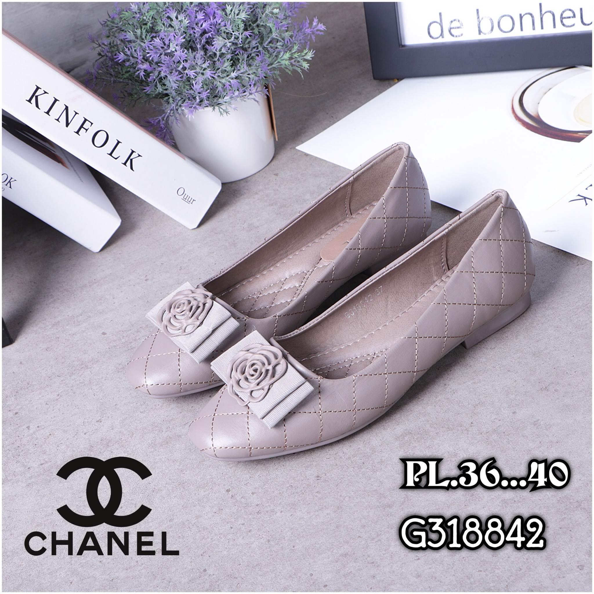 รองเท้าคัทชู ส้นแบน เดินเส้นตารางแต่งดอกคามิเลียสวยเก๋สไตล์ชาแนล หนังนิ่ม พื้นนิ่ม ทรงสวย ใส่สบาย แมทสวยได้ทุกชุด (G318842)