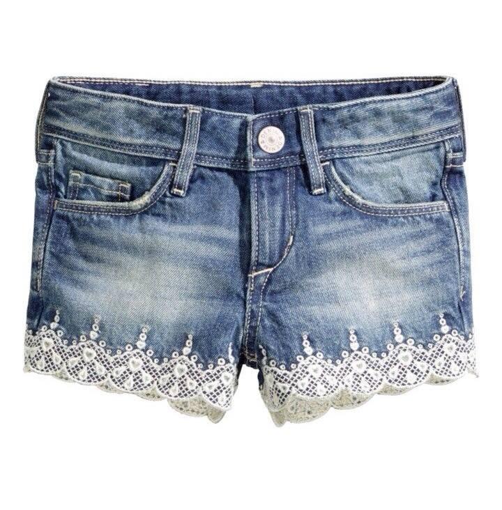 H&M : กางเกงขาสั้น ปักลายลูกไม้ ผ้านิ่มๆ ปรับเอวได้ (งานช้อป) Size : 10-12y