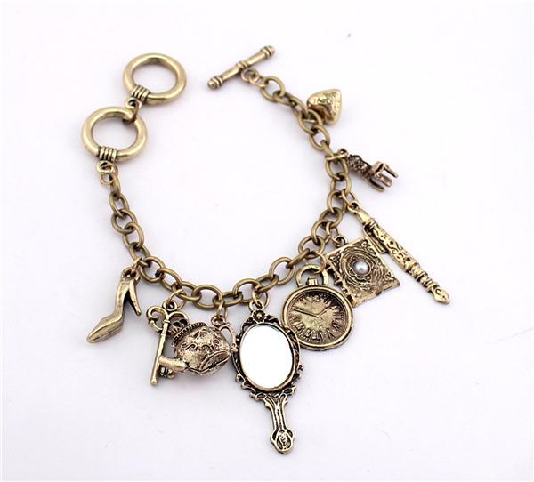 ส่งฟรี สร้อยข้อมือ Charms Mirror Kettle Key