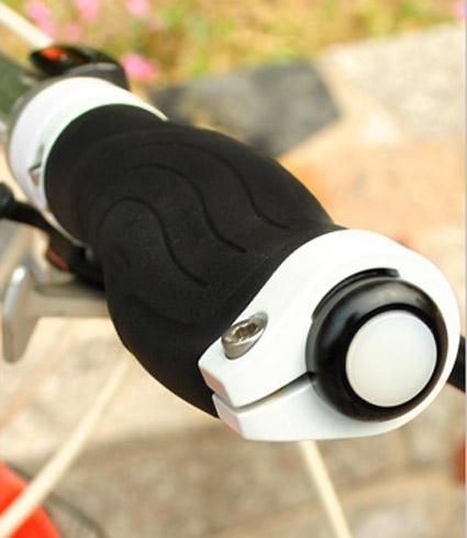 ไฟ LED ติดตั้งปลายแฮนด์จักรยาน รุ่น XR-010 ไฟปลายแฮนด์ จักรยาน ไฟกะพริบติดแฮนด์ (สีดำ + แสงไฟสีแดง)