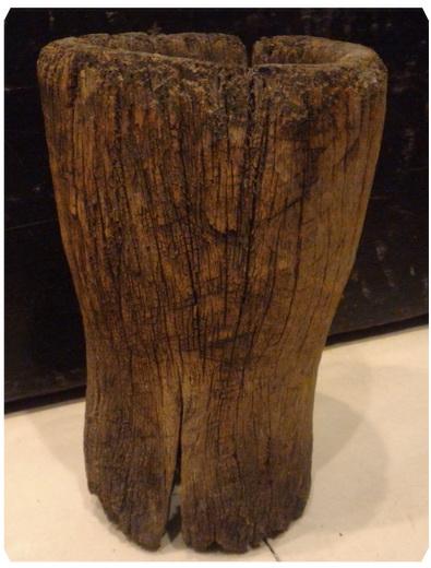 ครกไม้เก่า สูง 24 cm.
