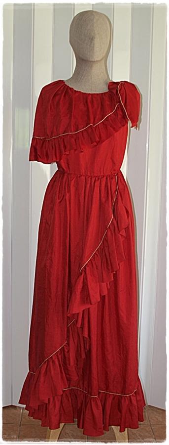 Sold เดรสยาว แขนกุด แต่งระบาย เข้าเอว ซิปหลัง สีแดง
