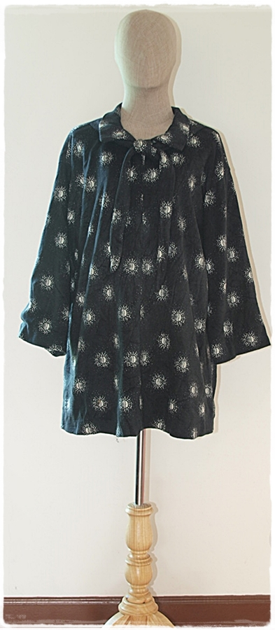 เสื้อกันหนาว ผ้าสักหลาด คอปก แขนยาว ทรงปล่อย สีดำ ทอลาย สีขาว