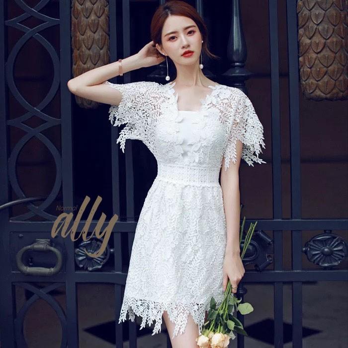 เสื้อผ้าแฟชั่นเกาหลี New Arrival.. Don't Miss!! Normal Ally Present Princess lace white dress