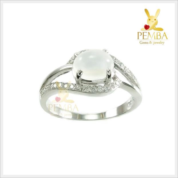 แหวนมูนสโตนแท้ สีขาวนวล ชวนเสน่ห์หา