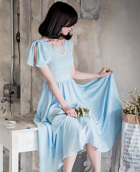 ชุดเดรสยาวสีฟ้า โชว์หลัง ลุคสวยหวาน น่ารักๆ แอบเซ็กซี่นิดๆ ใส่ออกงาน ไปงานแต่งได้
