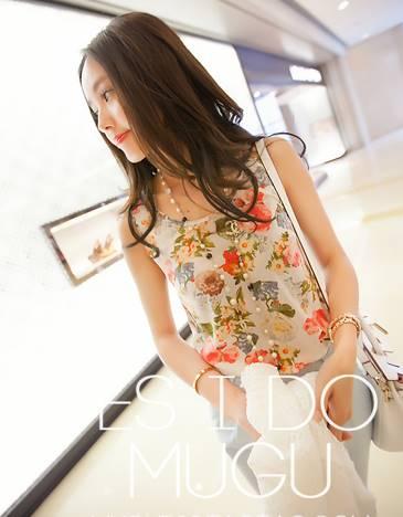 เสื้อแฟชั่น คอกลม แขนกุด ลายดอกไม้ สีขาว