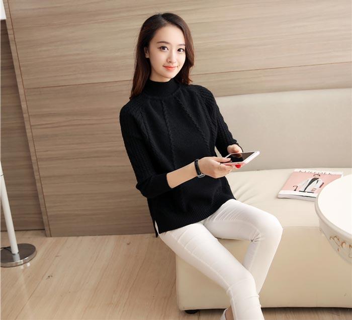 เสื้อไหมพรมแฟชั่นกันหนาว เสื้อสเวตเตอร์ สีดำ แขนยาว ดีเทลลายถักลูกโซ่ ใส่กันหนาวได้