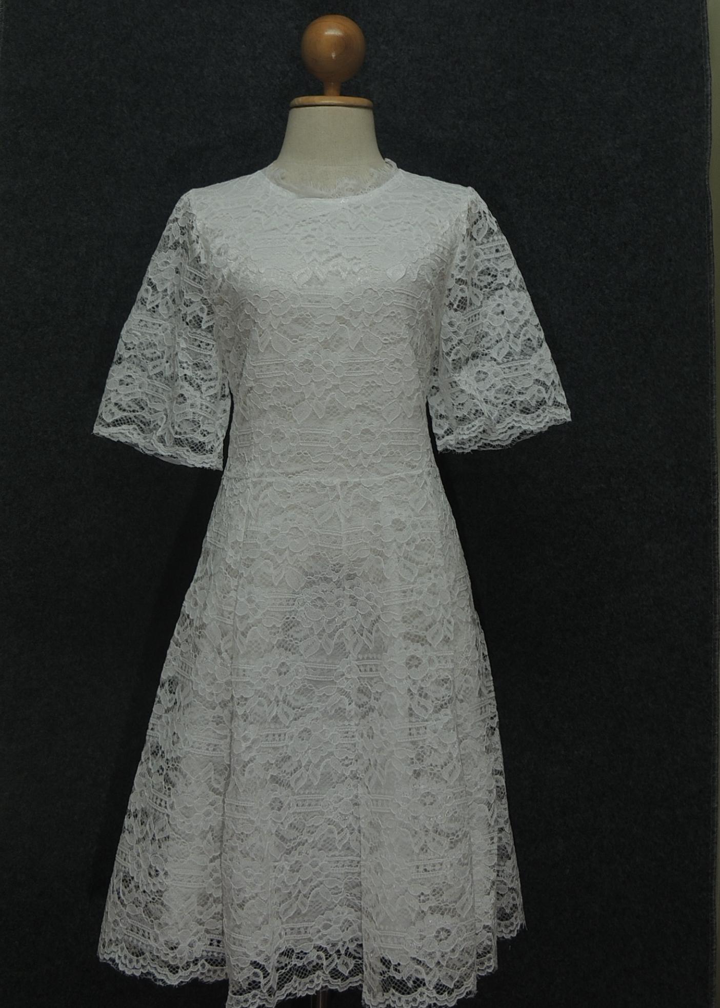 ชุดเดรสลูกไม้สีขาว ชุดแซกลูกไม้สีขาว