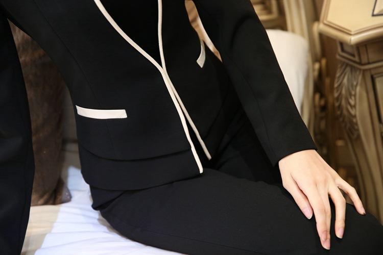 เสื้อสูทแฟชั่น เสื้อสูทผู้หญิง สีดำ คอจีน แขนยาว แต่งขลิบสีครีม หัวไหล่ยกนิดๆ มีตะขอเกี่ยว เข้ารูปช่วงเอว