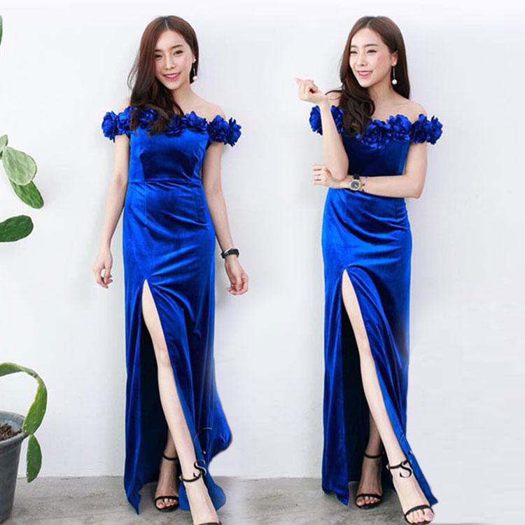ชุดออกงาน ชุดไปงานแต่งสีน้ำเงิน เดรสยาวผ้ากำมะหยี เปิดไหล่ รอบไหล่ แต่งด้วยดอกไม้ งานไฮโซมากๆๆๆ