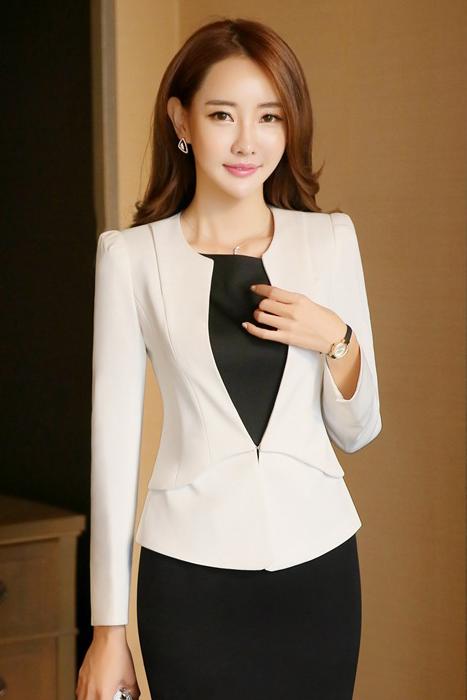(สินค้าหมด) เสื้อสูทแฟชั่น เสื้อสูทผู้หญิง สีขาว คอจีน แขนยาว มีซับใน มีตะขอเกี่ยว กระเป๋าหลอก 2 ข้าง ไหล่เสริมฟองน้ำเข้าทรง
