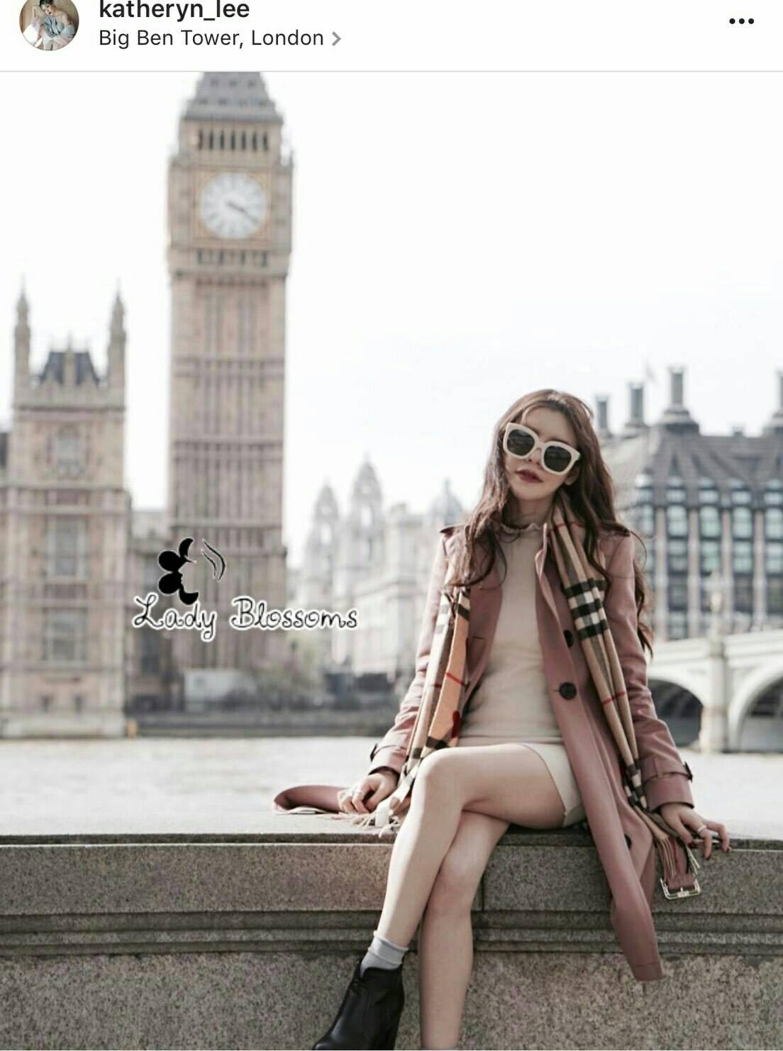 ผืนใหญ่กว้าง ใช้คลุมไหล่ ใช้ห่มได้ผ้านุ่มสุดๆๆ คุณภาพเหมือนช็อป ผ้าทอลายสัญลักษณ์ แบรนด์ สวยคมชัด ตรงชายมีพู่สวยงาม ผ้านุ่มม