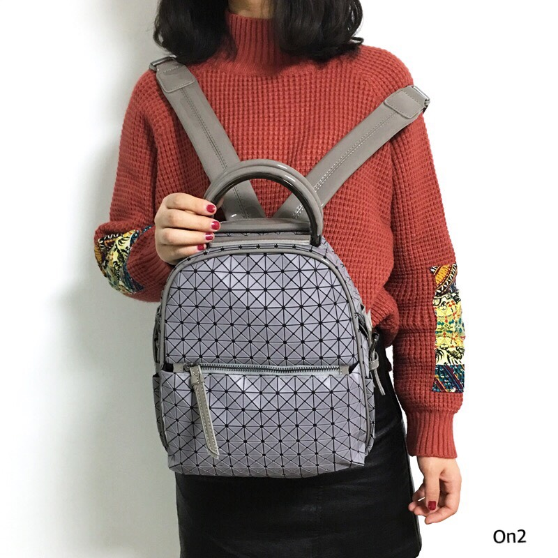 💞ISSEY MIYAKE BAO BAO 💞 กระเป๋าเป้ใบใหญ่ แบรนด์ดังไม่ติดlogo ตัวกระเป๋ามีน้ำหนักเบาทำจากชิลิโคลอย่างดี