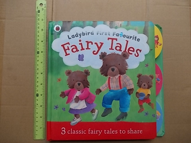(Ladybird First Favourite) FAIRY TALES Contains 3 classic fairy tales to share Board Book 30 pages ราคา 200