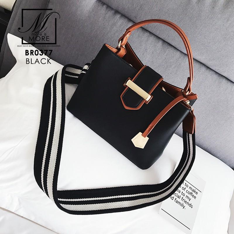 กระเป๋าสะพายกระเป๋าถือ แฟชั่นนำเข้าทรงยอดฮิต แบรนด์ BEIBAOBAO แท้ BR0377-BLK (สีดำ)