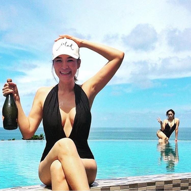 ชุดว่ายน้ำวันพีชสีดำบราแบบเรียบ