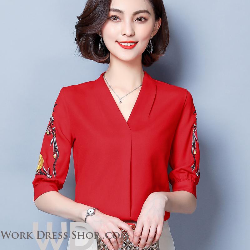 Pre-order เสื้อทำงาน สีิแดง คอวี ปักลายเถาดอกไม้ช่วงแขนสวยงาม