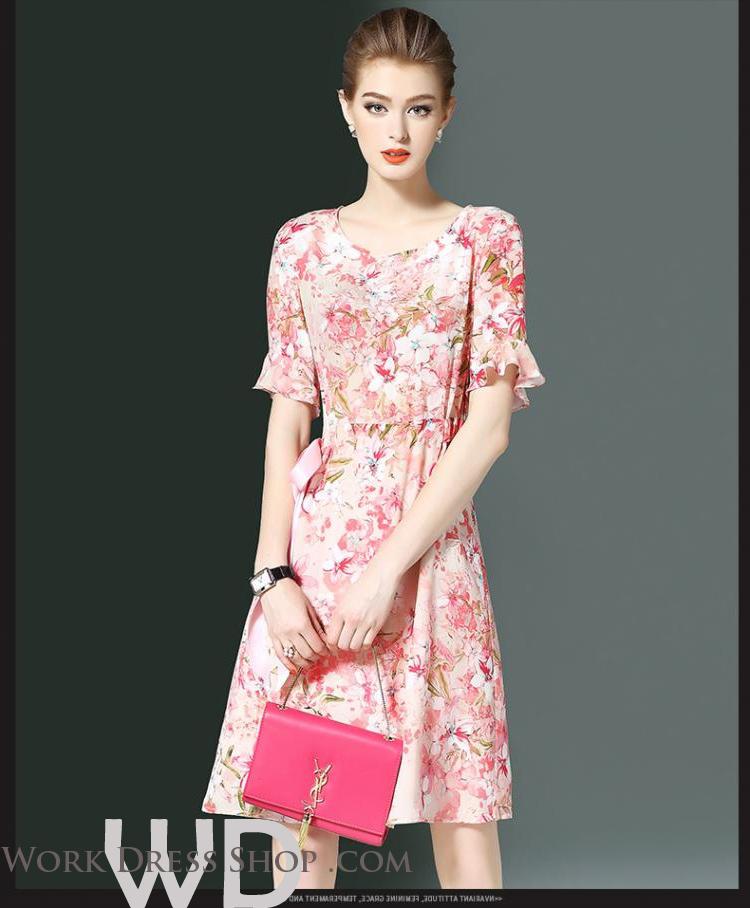 Preorder ชุดทำงาน สีชมพู คอกลมแขนระบาย ช่วงเอวแต่งริบบิ้นผูกปรับขนาดเก๋ไก๋ เนื้อผ้าพิมพ์ลายดอกไม้สวยหวาน