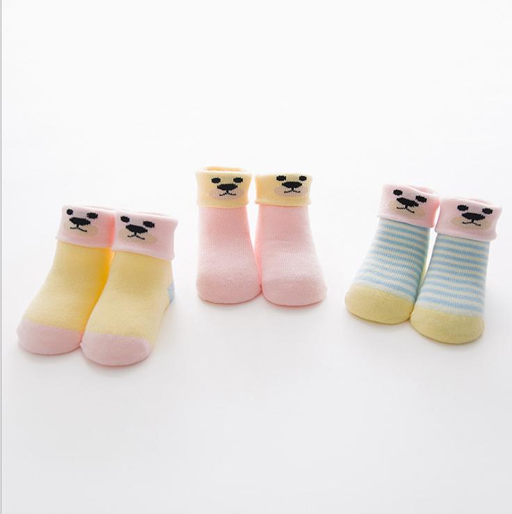 ถุงเท้าสั้น คละสี แพ็ค 12 คู่ ไซส์ ประมาณ 1-3 ปี