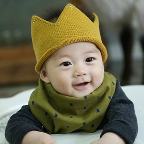 หมวกมงกุฏไหมพรมสีเหลือง แพ็ค 3 ชิ้น