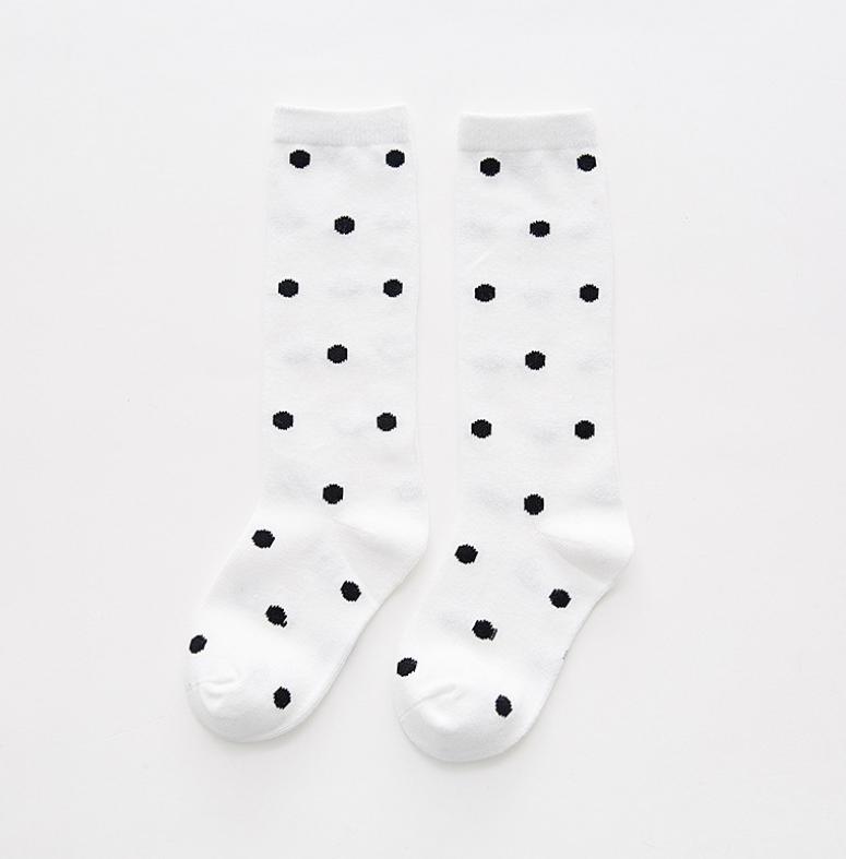 ถุงเท้ายาว สีขาว แพ็ค 10 คู่ ไซส์ M (3-5 ปี)