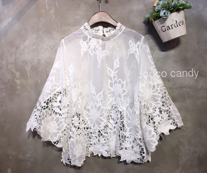 เสื้อลูกไม้แฟชั่น Vallaris Bellsleeves Blouse สีขาว