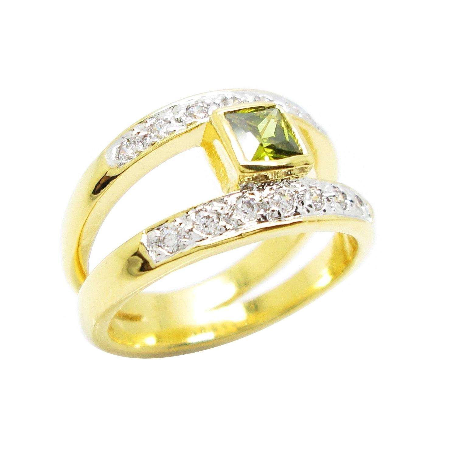 แหวนพลอยสีเขียวส่องประดับเพชรจิกไข่ปลาแถวคู่ชุบทอง