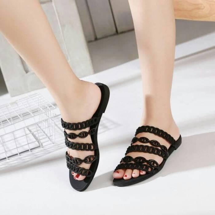 รองเท้าแตะแฟชั่น สีดำ