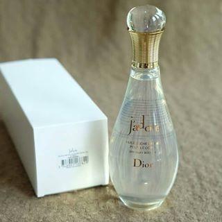 Dior Jadore Dry Silky Body Oil ขนาด 150 ml. (Tester Box) ออยน้ำหอมทาผิวสุดหรูกลิ่น Jadore ค๊า ให้ผิวชุ่มชื่น และหอมหรูหราอย่างยาวนาน สาวๆ ที่ชอบน้ำหอมกลิ่น J'adore บอกเลยว่าห้ามพลาดไอเท็มตัวนี