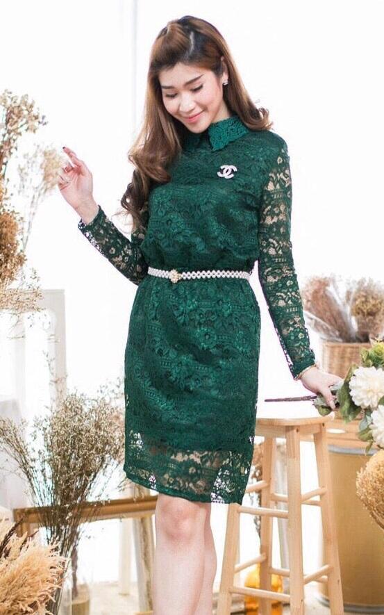 Size M ) ชุดไปงานแต่งงาน ชุดไปงานแต่งสีเขียว ลูกไม้แขนยาว มีดีเทลที่คอมีปกคอแต่งลูกไม้ ด้านในเย็บซับในอย่างดี งานเย็บละเอียด ชุดนี้ผ้าดีทรงสวย