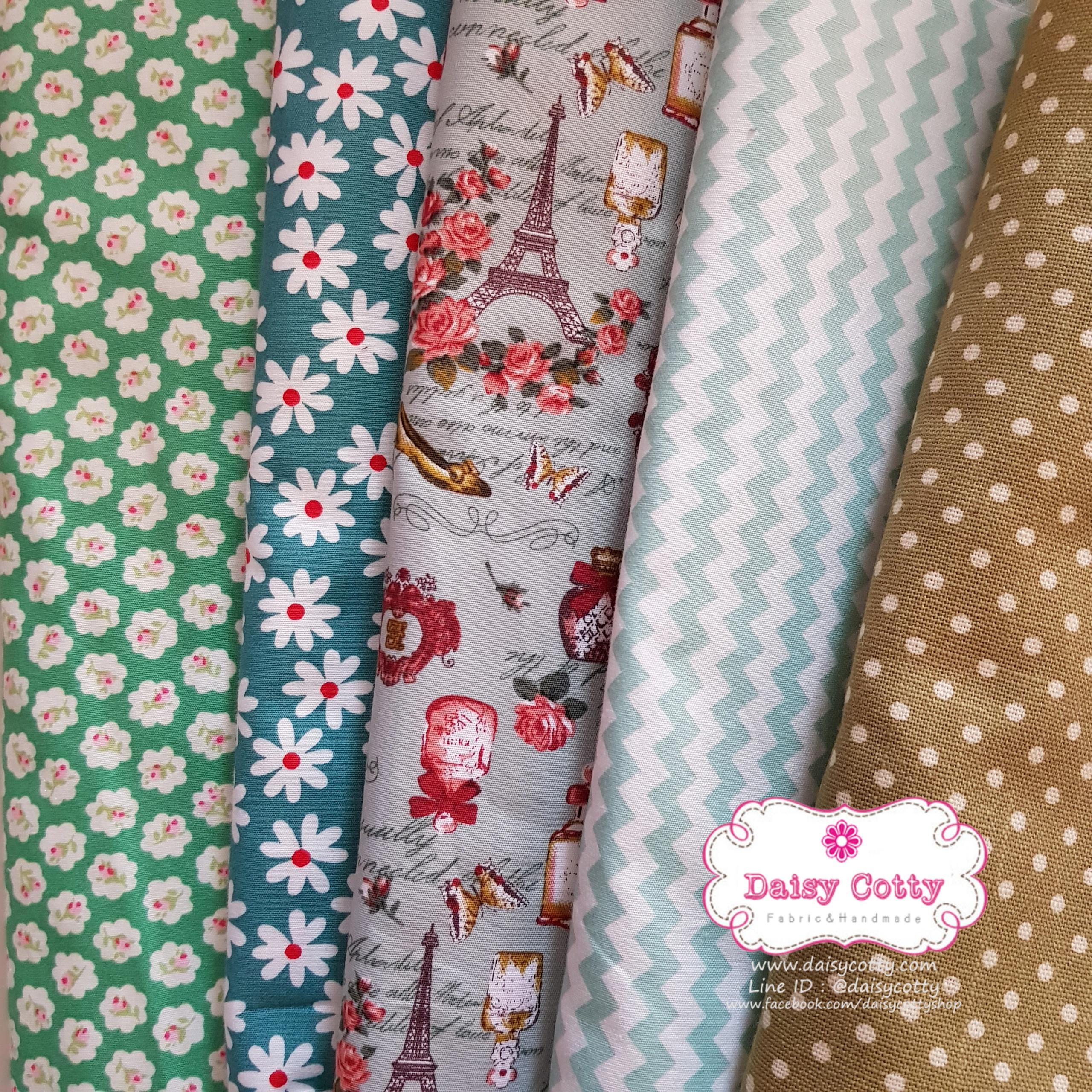 Set 5 ชิ้น ผ้าคอตตอนไทย 4 ลายและผ้าแคนวาสลายจุด โทนสีเขียว แต่ละชิ้นขนาด 27.5×50 ซม.