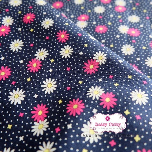 ผ้าคอตตอนไทย 100% 1/4 ม.(50x55ซม.) พื้นสีน้ำเงิน ลายจุดสีขาว และดอกไม้สีแดง